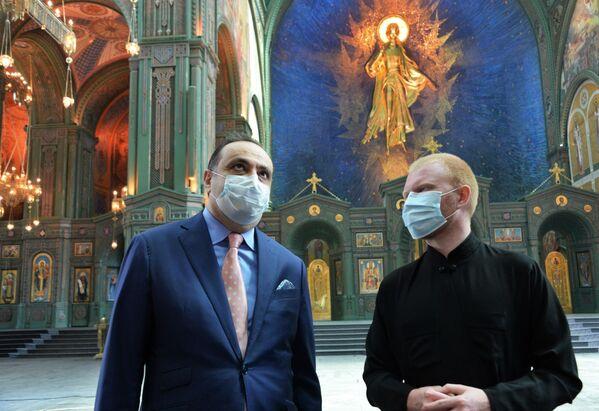 L'ambasciatore dell'Armenia in Russia, Vardan Toganyan, in visita alla Cattedrale delle Forze armate russe. - Sputnik Italia