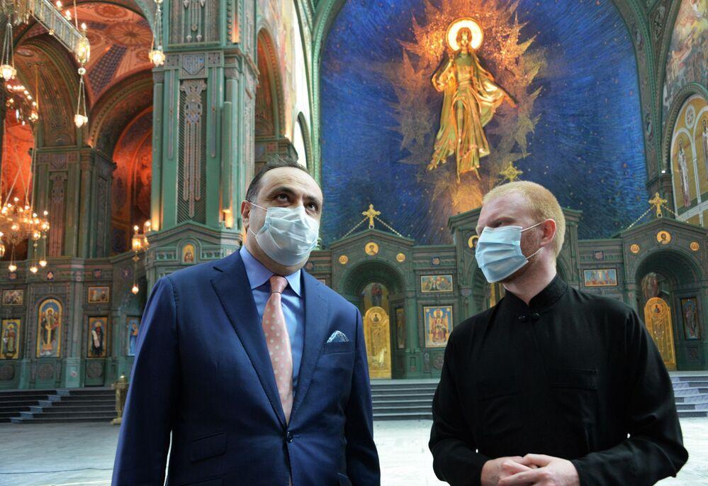L'ambasciatore dell'Armenia in Russia, Vardan Toganyan, in visita alla Cattedrale delle Forze armate russe.
