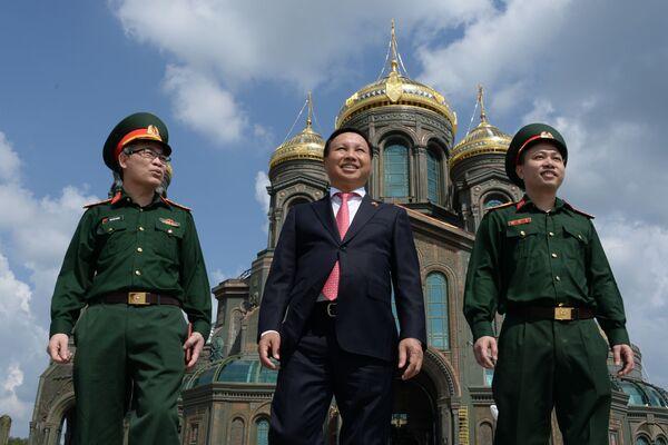 L'ambasciatore del Vietnam in Russia, Nong Duc Manh, in visita alla Cattedrale delle Forze armate russe. - Sputnik Italia