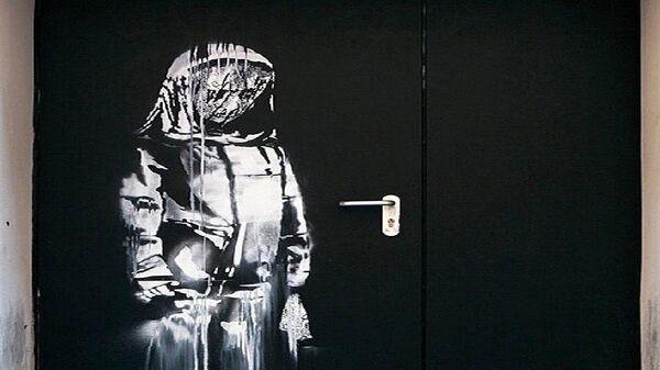 La porta di Banksy del Bataclan - Sputnik Italia