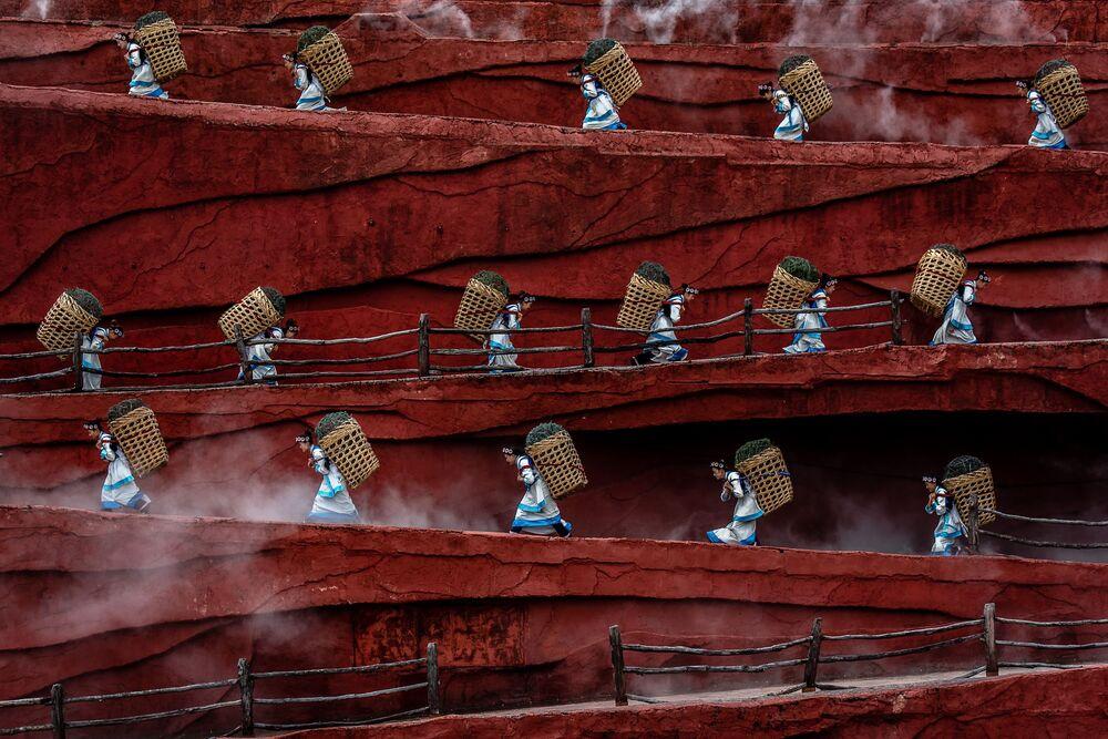 Lo scatto Rice Growers del fotografo Jacopo Maria della Valle, vincitore della categoria People.