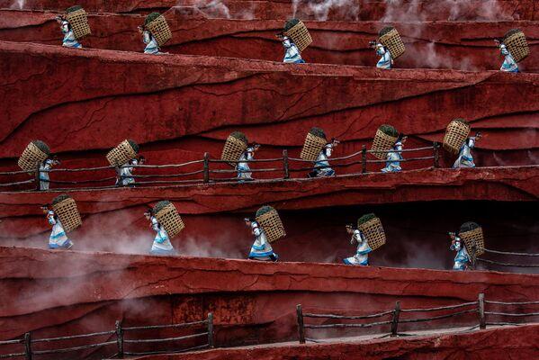 Lo scatto Rice Growers del fotografo Jacopo Maria della Valle, vincitore della categoria People. - Sputnik Italia