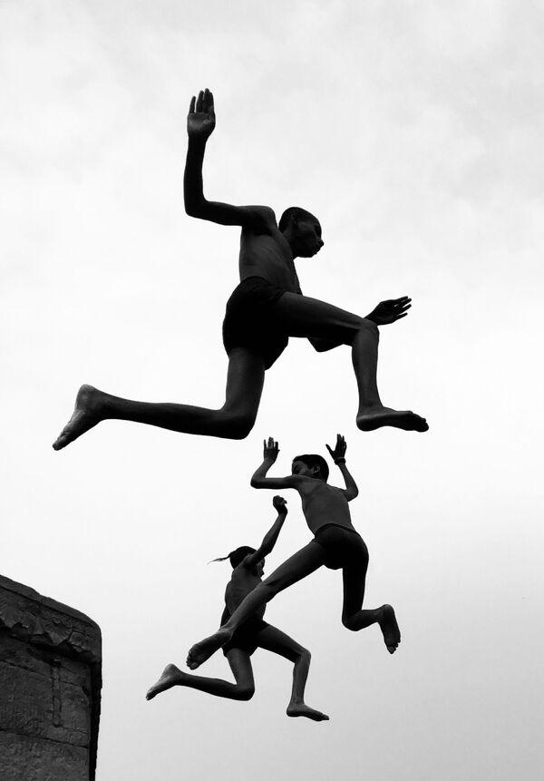 Flying Boys della fotografa Dimpy Bhalotia, il secondo posto della categoria Street Photography. - Sputnik Italia