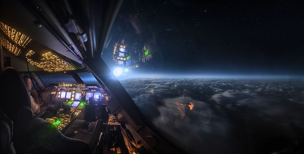 Moonlight over the Atlantic del fotografo Christiaan van Heijst, il terzo posto della categoria Technology/Machine.