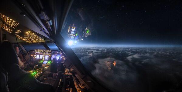 Moonlight over the Atlantic del fotografo Christiaan van Heijst, il terzo posto della categoria Technology/Machine.  - Sputnik Italia