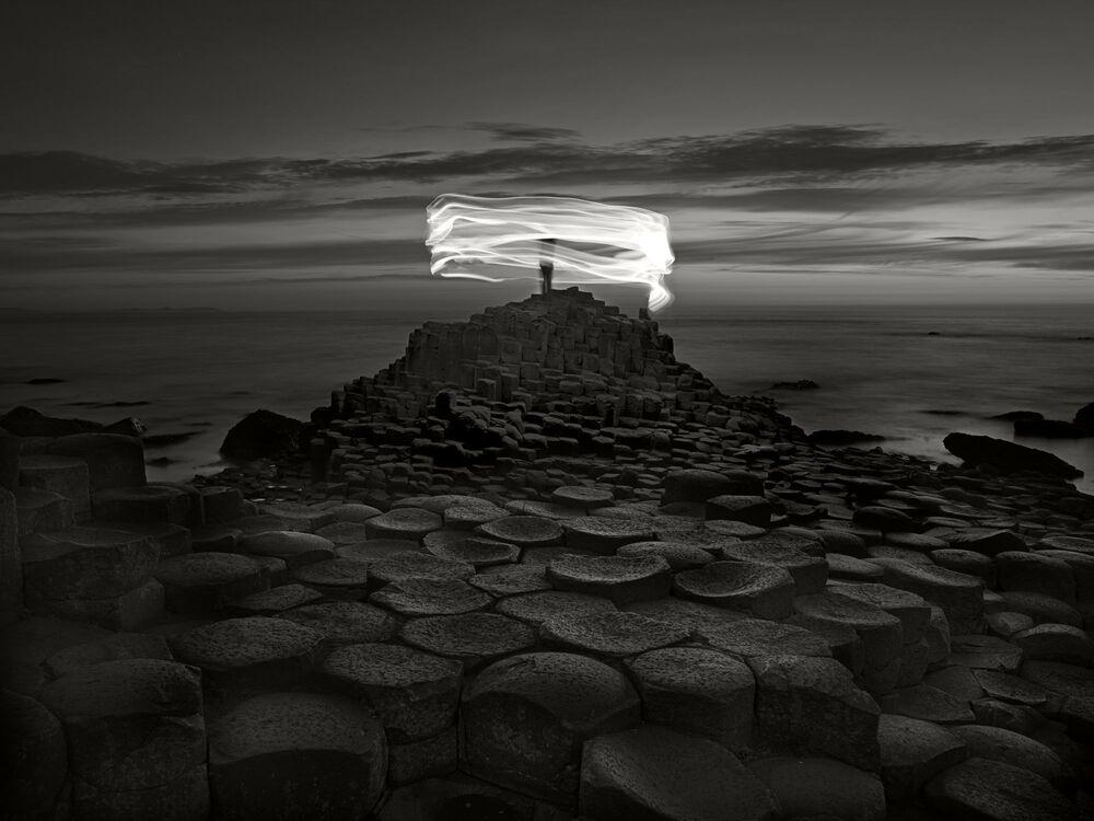 Lo scatto Giant's Causeway and figure, Northern Ireland del fotografo Ugo Ricciardi, il terzo posto della categoria Fine Art.