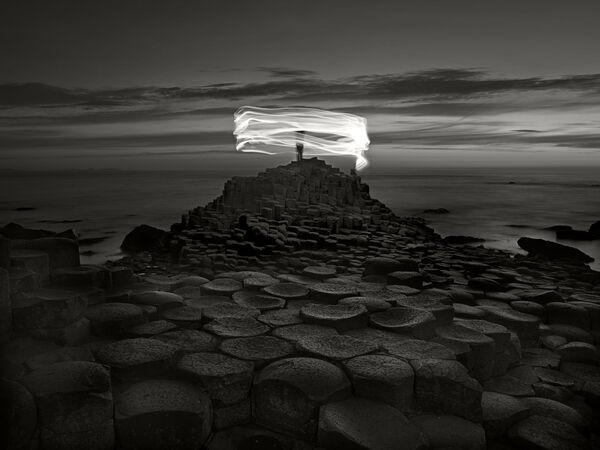 Lo scatto Giant's Causeway and figure, Northern Ireland del fotografo Ugo Ricciardi, il terzo posto della categoria Fine Art.  - Sputnik Italia