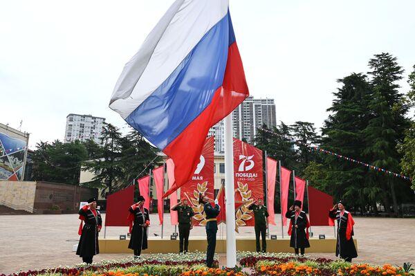 Cosacchi dell'esercito cosacco di Kuban alla cerimonia di innalzamento della bandiera dello stato della Federazione Russa durante la celebrazione del Giorno della Russia a Sochi - Sputnik Italia
