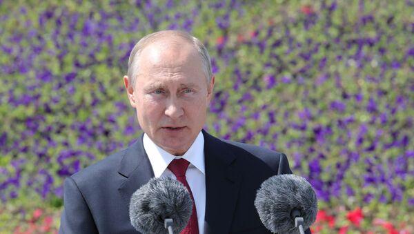 Il Presidente Vladimir Putin tiene un discorso in occasione del Giorno della Russia - Sputnik Italia