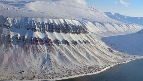 Заснеженные вершины архипелага Шпицберген - Sputnik Italia