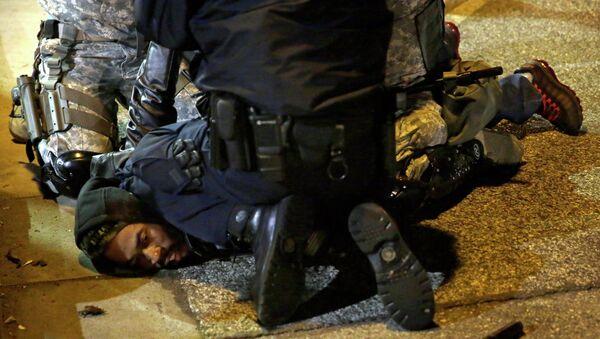 Dimostrante di Ferguson arrestato dalla polizia - Sputnik Italia