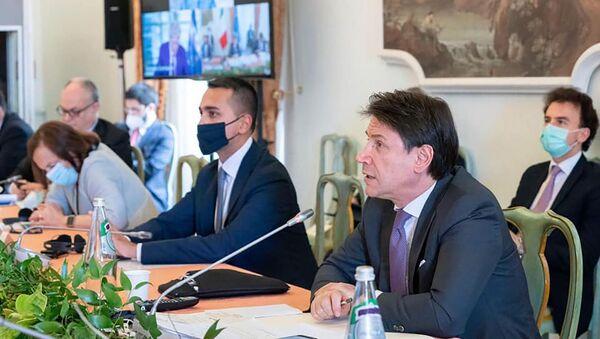 Luigi di Maio e Giuseppe Conte partecipano a un panel dedicato al tema della visione del mondo nel post-Covid - Sputnik Italia