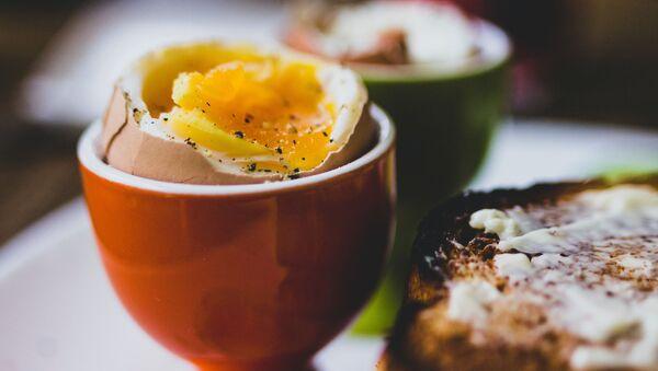 Huevo cocido, imagen referencial - Sputnik Italia