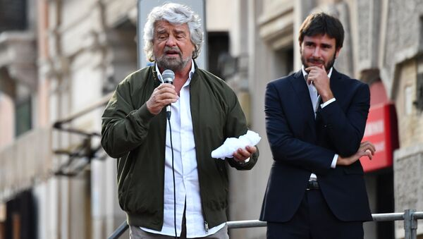 Beppe Grillo e Alessandro Di Battista - Sputnik Italia