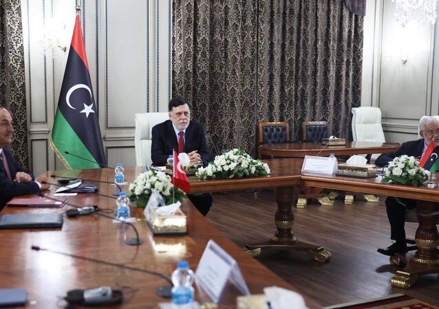 Il premier del GNA Faez al-Sarraj riceve la delegazione turca a Tripoli.