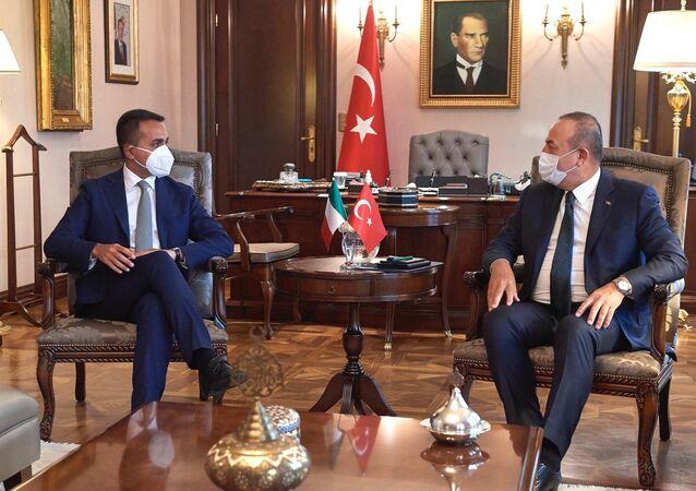 Il ministro degli affari esteri e della cooperazione internazionale italiano Luigi Di Maio e il suo omologo turco Mevlut Cavusoglu