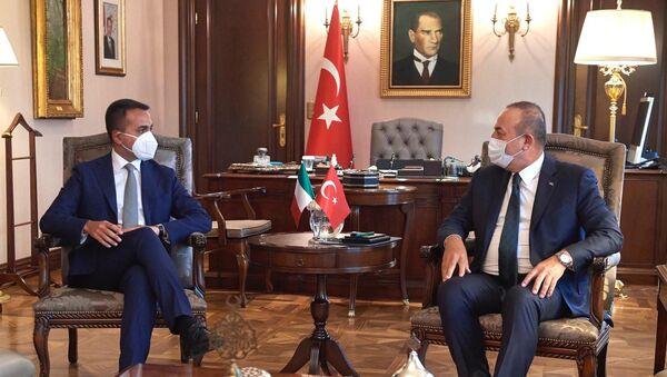 Il ministro degli affari esteri e della cooperazione internazionale italiano Luigi Di Maio e il suo omologo turco Mevlut Cavusoglu - Sputnik Italia