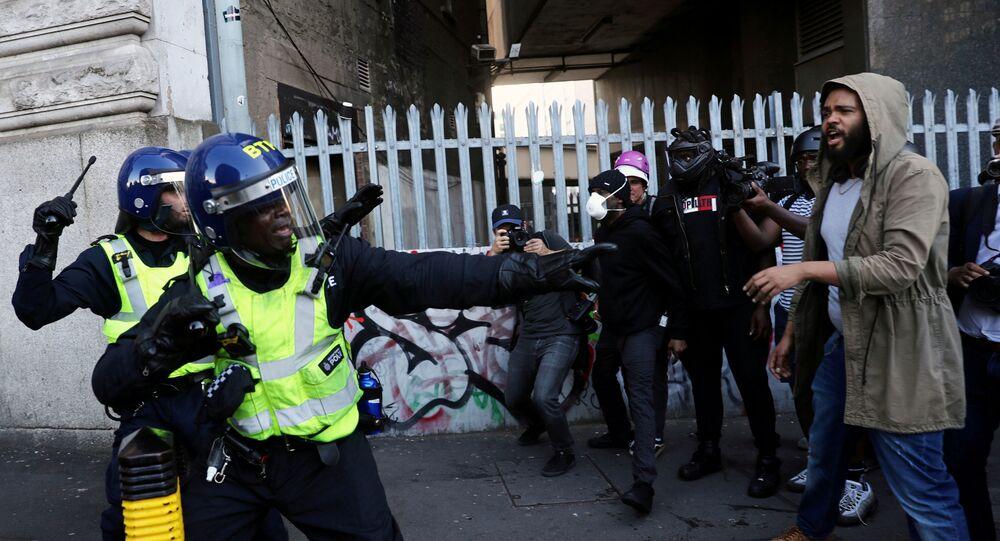 Polizia a Londra durante le proteste antirazziste