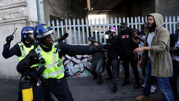 Polizia a Londra durante le proteste antirazziste - Sputnik Italia