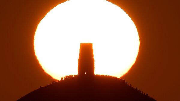 Il solstizio, il momento in cui il sole raggiunge il punto di declinazione massima o minima - Sputnik Italia