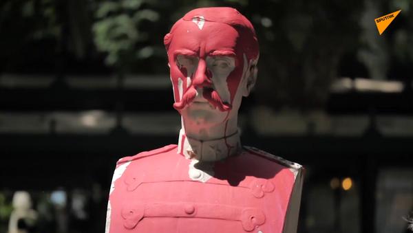 Imbrattata statua generale Antonio Baldissera a Roma - Sputnik Italia