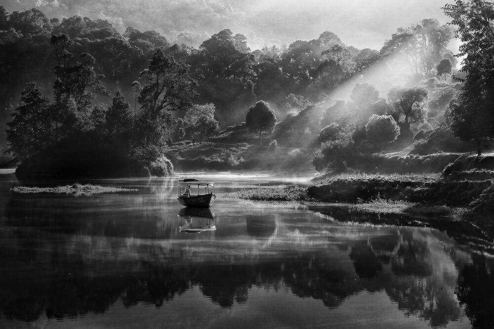 Vista di Patenggang di mattina del fotografo indonesiano Robert Lie, che ha vinto il primo premio nella categoria Natura e Paesaggio