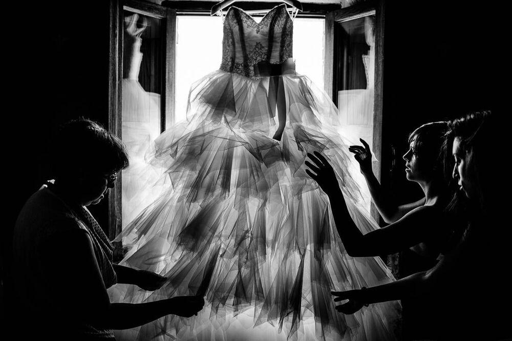 Abito da sposa del fotografo italiano Gianfranco Bernardo, che ha vinto il primo posto nella categoria Matrimonio