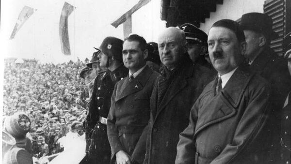 Rudolph Hess, Henri de Bayeux Latour e Adolf Hitler - Sputnik Italia