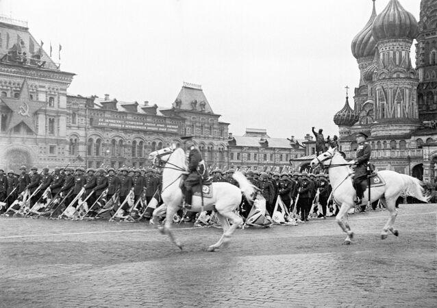 Парад на Красной площади в Москве в ознаменование победы СССР над Германией в Великой Отечественной войне 24 июня 1945 года