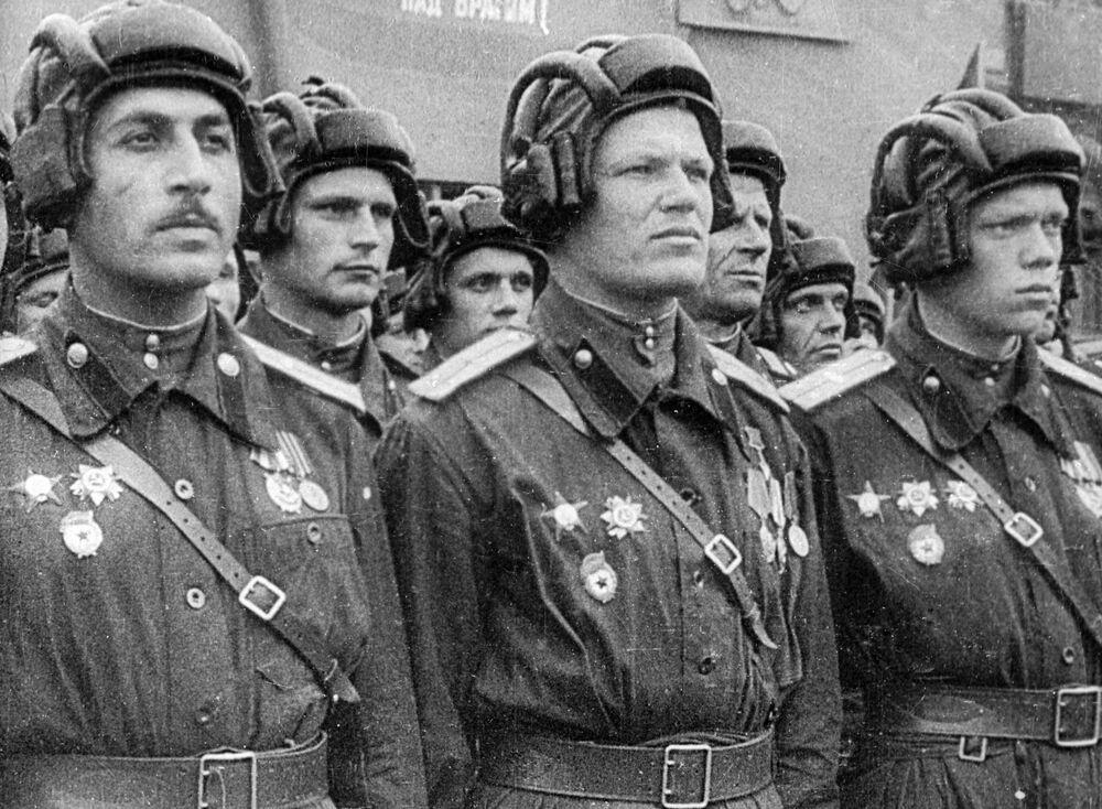 La parata della Vittoria contro il nazifascismo in Piazza Rossa a Mosca il 24 giugno del 1945.