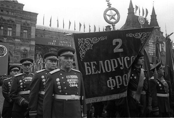 La parata della Vittoria contro il nazifascismo in Piazza Rossa a Mosca il 24 giugno del 1945. - Sputnik Italia