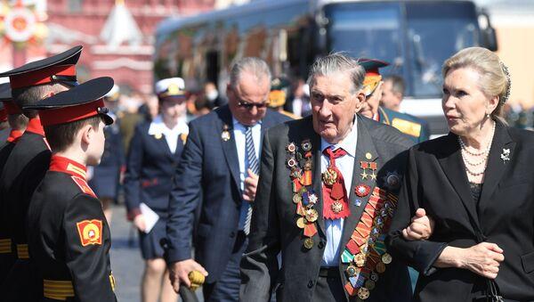 La parata militare per il 75esimo anniversario della Vittoria contro il nazifascismo in Piazza Rossa a Mosca - Sputnik Italia