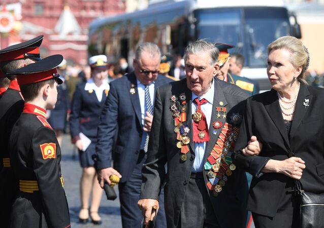 Veterani sulla Piazza Rossa per il 75° anniversario della Vittoria
