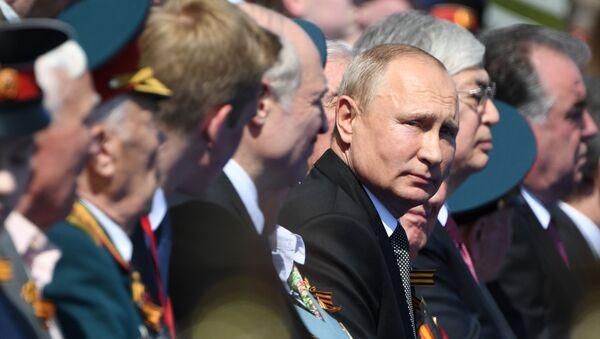 Il presidente russo Vladimir Putin alla parata per il 75esimo anniversario della Vittoria contro il nazismo sulla Piazza Rossa a Mosca - Sputnik Italia