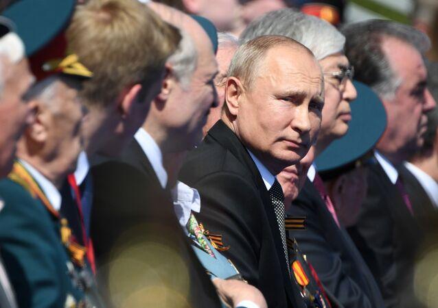 Il presidente russo Vladimir Putin alla parata per il 75esimo anniversario della Vittoria contro il nazismo sulla Piazza Rossa a Mosca