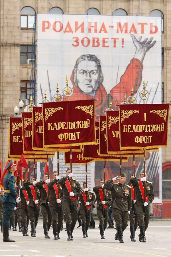 Militari alla parata della Vittoria a Volgograd. - Sputnik Italia