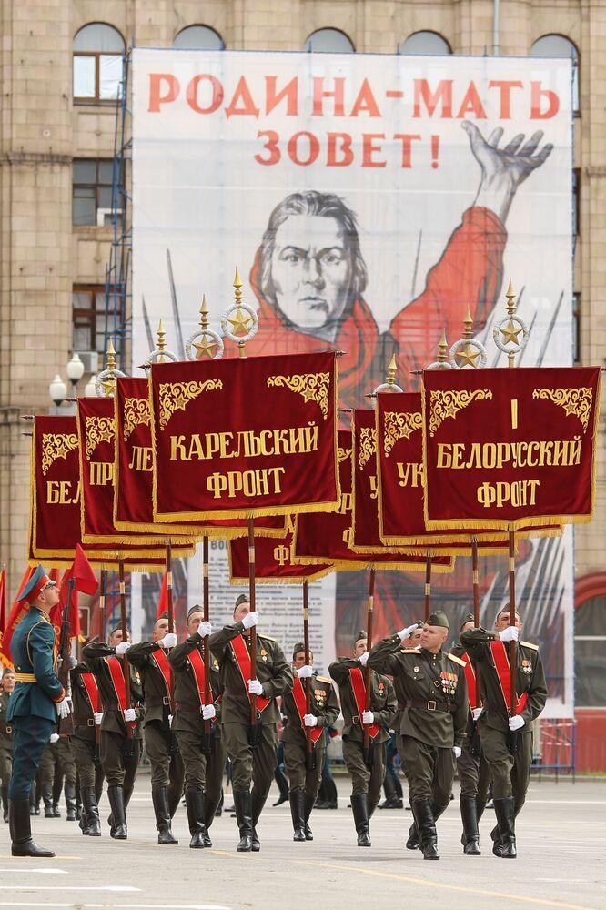 Militari alla parata della Vittoria a Volgograd.