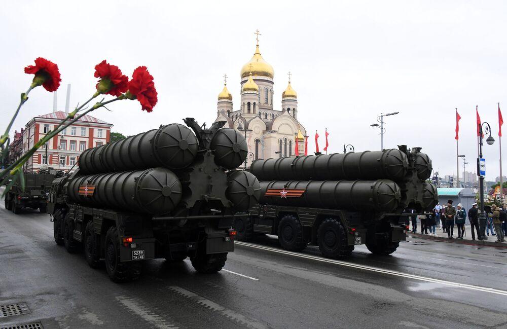 I complessi S-400 alla parata militare per il 75esimo anniversario della Vittoria a Vladivostok.