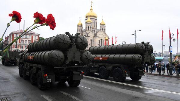 Зенитно-ракетные комплексы С-400 на военном параде в ознаменование 75-летия Победы во Владивостоке - Sputnik Italia