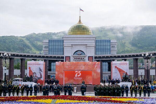 Militari alla parata della Vittoria a Yuzhno-Sakhalinsk. - Sputnik Italia