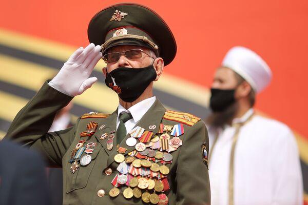 Un veterano alla parata della Vittoria a Volgograd. - Sputnik Italia
