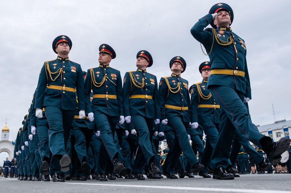 Militari alla parata per il 75esimo anniversario della Vittoria contro il nazismo a Yuzhno-Sakhalinsk.