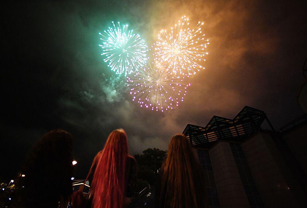 I fuochi d'artificio a Vladivostok per il 75esimo anniversario della Vittoria nella Grande Guerra Patriottica degli anni 1941-1945.