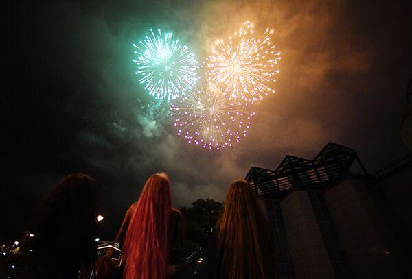 I fuochi d'artificio a Vladivostok per il 75esimo anniversario della Vittoria nella Grande Guerra Patriottica degli anni 1941-1945. - Sputnik Italia
