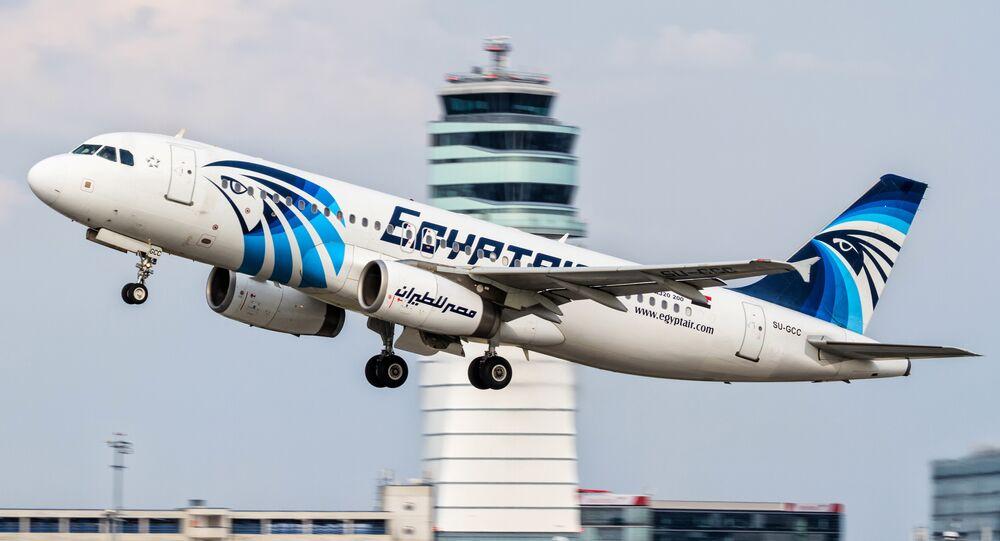 Un aereo Airbus A320 della compagnia EgyptAir