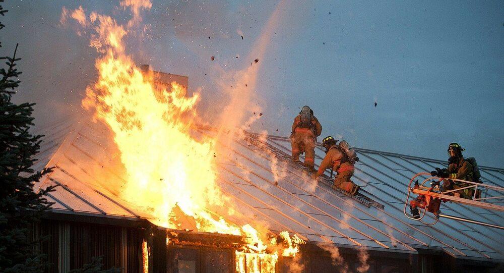 Fiamme sul tetto Vigili del Fuoco