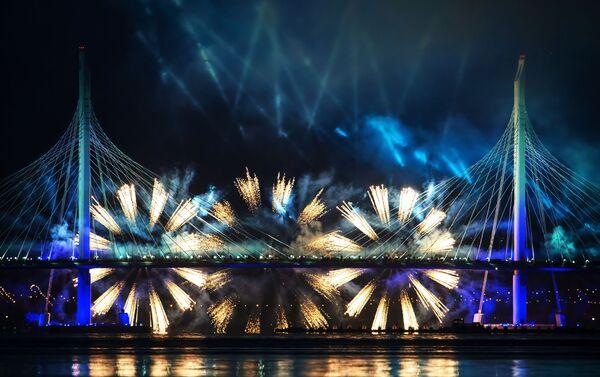 Le origini di questa festa — secondo la miglior tradizione russa, un'affascinante mescolanza di cultura, poesia e spettacolo — affondano nella storia e nella letteratura - Sputnik Italia