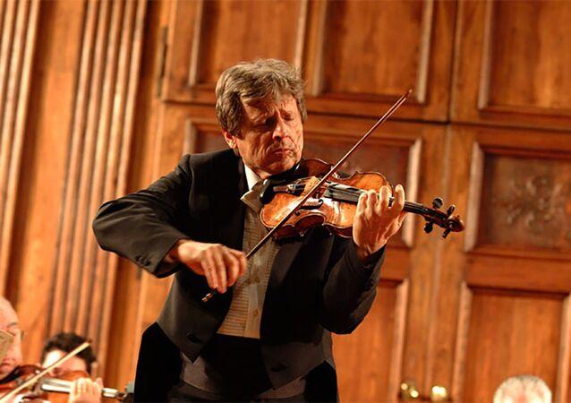 Uto Ughi in concerto alla Chiesa di Santo Stefano a Sesto San Giovanni