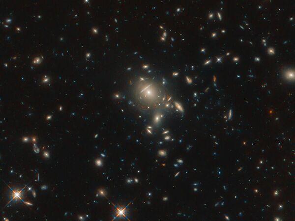 Le Galassie PLCK G045.1 + 61.1 catturate dal telescopio spaziale Hubble - Sputnik Italia