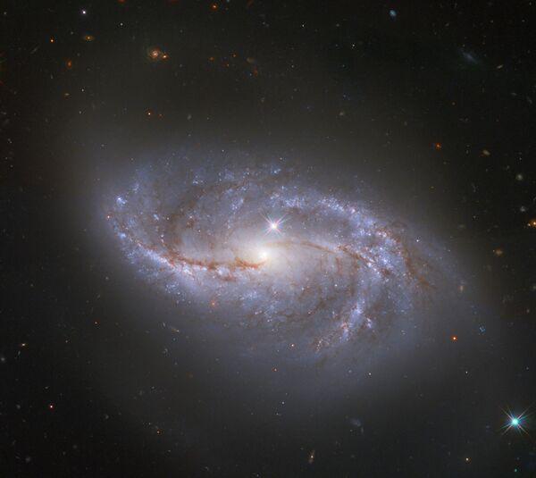Vista della galassia NGC 2608 dallo spazio - Sputnik Italia